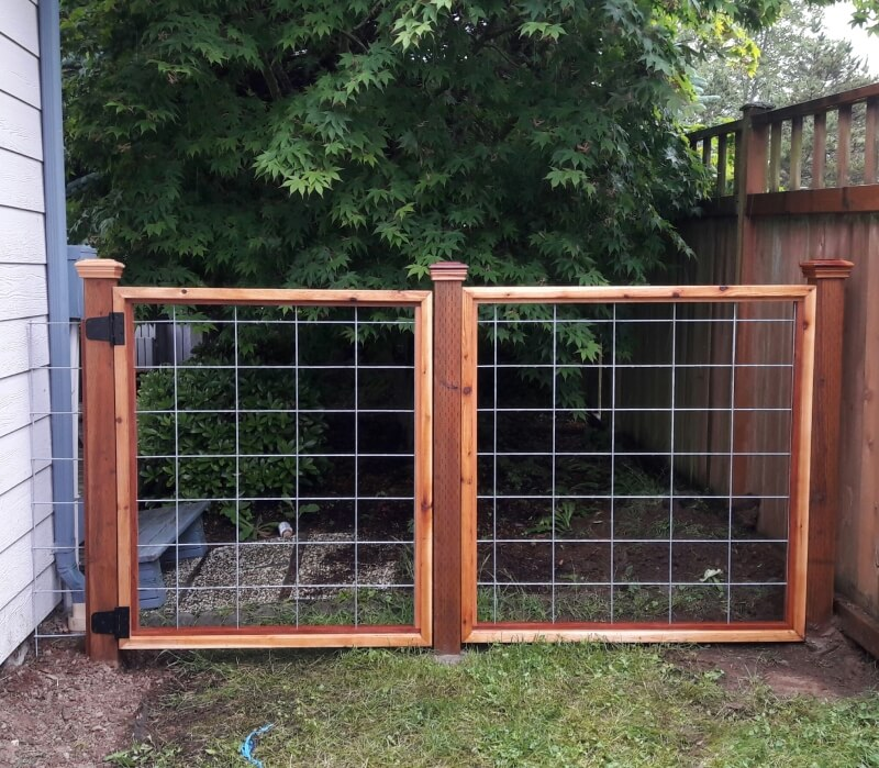 Small cedar fence and gate with hog wire